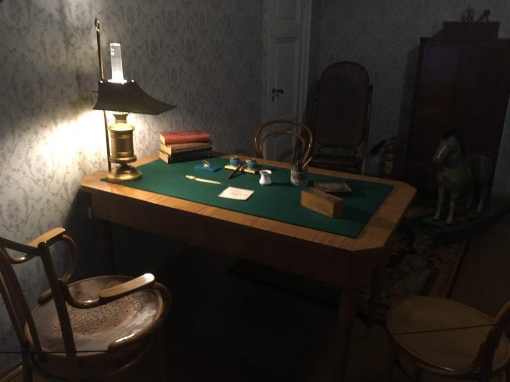 Dostoyevski'nin Çalışma Masası